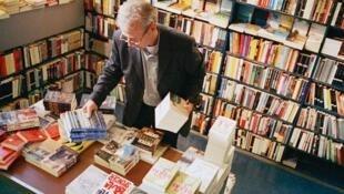 En France, la publication de livres est à la baisse en 2011.