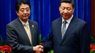 日本首相安倍晋三(左)与中国国家主席习近平  2017年11月1日