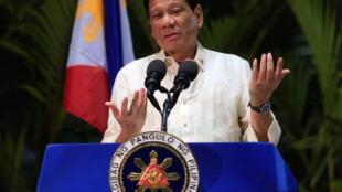 Tổng thống Philippines Duterte trong một cuộc họp báo tại Manila, ngày 26/03/2017.