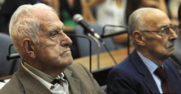 Ex-militares argentinos Reynaldo Bignone e Jorge Videla pode ser condenados à prisão perpétua por genocídio