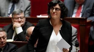 A ministra francesa do Trabalho, Myriam EL Khomri, promete denunciar as empresas que não melhorarem a igualdade de oportunidades.