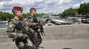 Operation Sentinelle soldiers patrol in Paris in Mai 2017.