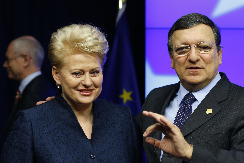 Tổng thống Litva Dalia Grybauskaite (T) và Chủ tịch UB Châu Âu Jose Manuel Barroso, tại Thượng đỉnh Châu Âu, Bruxelles, 20/12/2013