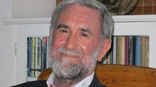 Georges Lory, diplomate et journaliste, spécialiste de l'Afrique du Sud et de ses romanciers.