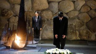 日本外相河野太郎向大屠杀纪念馆献花资料图片