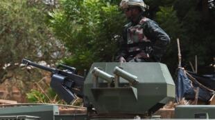 Un militaire nigérien sur un char, à Niamey, le 7 juillet 2019.