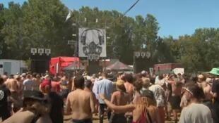 Uma rave realizada no dia 13 de julho em Nièvre, na região da Borgonha, sem autorização das autoridades, reuniu entre 4.000 e 5.000 participantes.