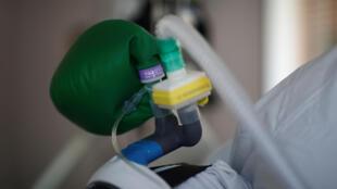 Французский минздрав представил статистику коронавируса в домах престарелых.