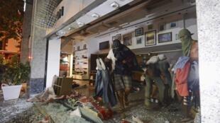 Lojas foram saqueadas no Leblon, em tumultos que se prolongaram pela madrugada.