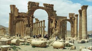 Roman columns in Palmira, Syria.