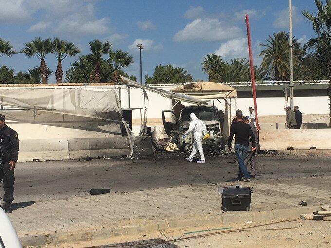 Les alentours de l'ambassade américaine à Tunis, après une attaque visant le bâtiment, le 6 mars 2020.