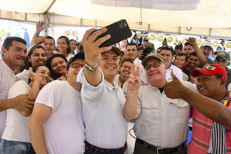 Howard Buffett recibe nacionalidad colombiana en agradecimiento por  donaciones - RFI