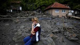 En Bosnie et en Serbie, les inondations ont déjà fait des milliers de sinistrés. Ici, à Topcic Polje, en Bosnie-Herzégovine.