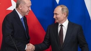 Recep Tayyip Erdogan et Vladimir Poutine, au Kremlin, à Moscou, à la fin d'une conférence de presse, le 5 mars 2020 (Image d'illustration).