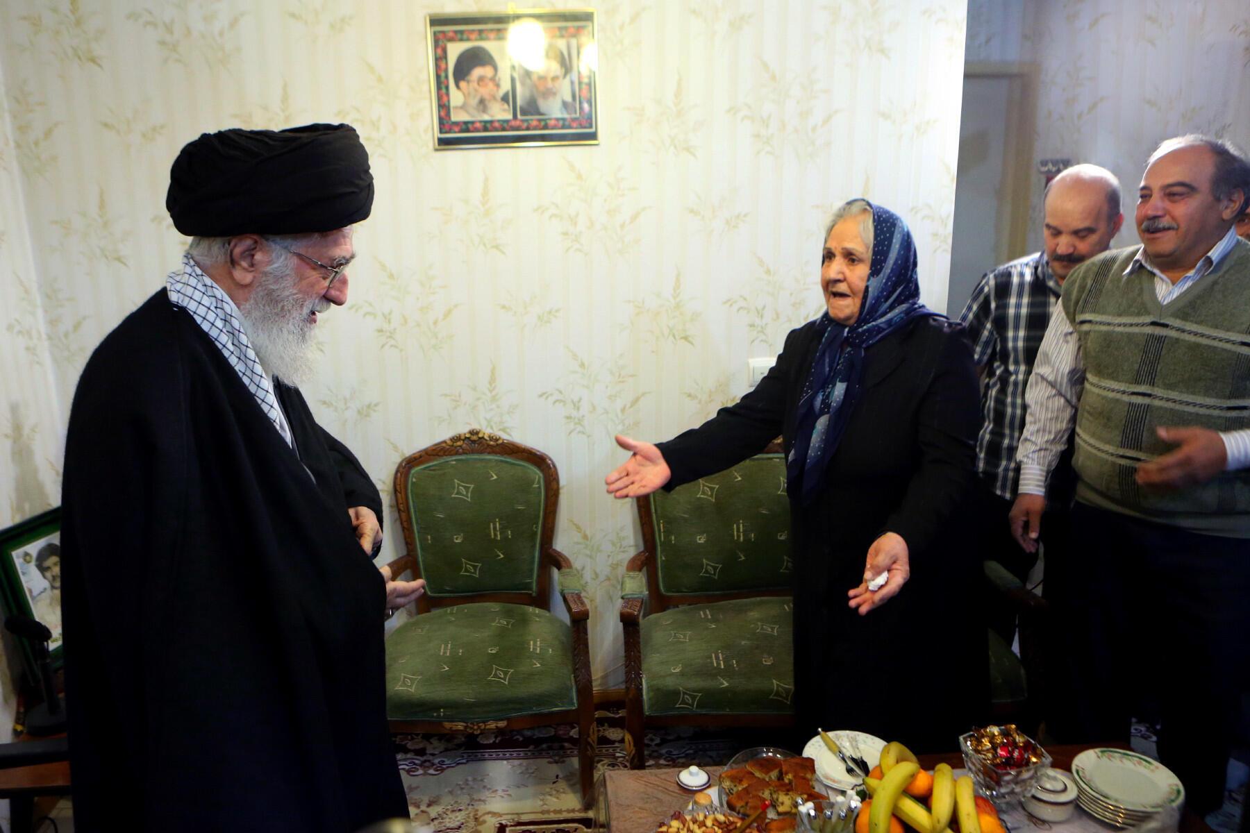 دیدار آیتالله خامنهای با یک خانودۀ شهید مسیحی
