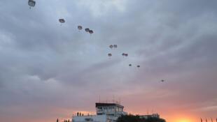 Parachutage de troupes alliées lors de l'exercice Saber Guardian 17 en Bulgarie. Base aérienne de Bezmer.