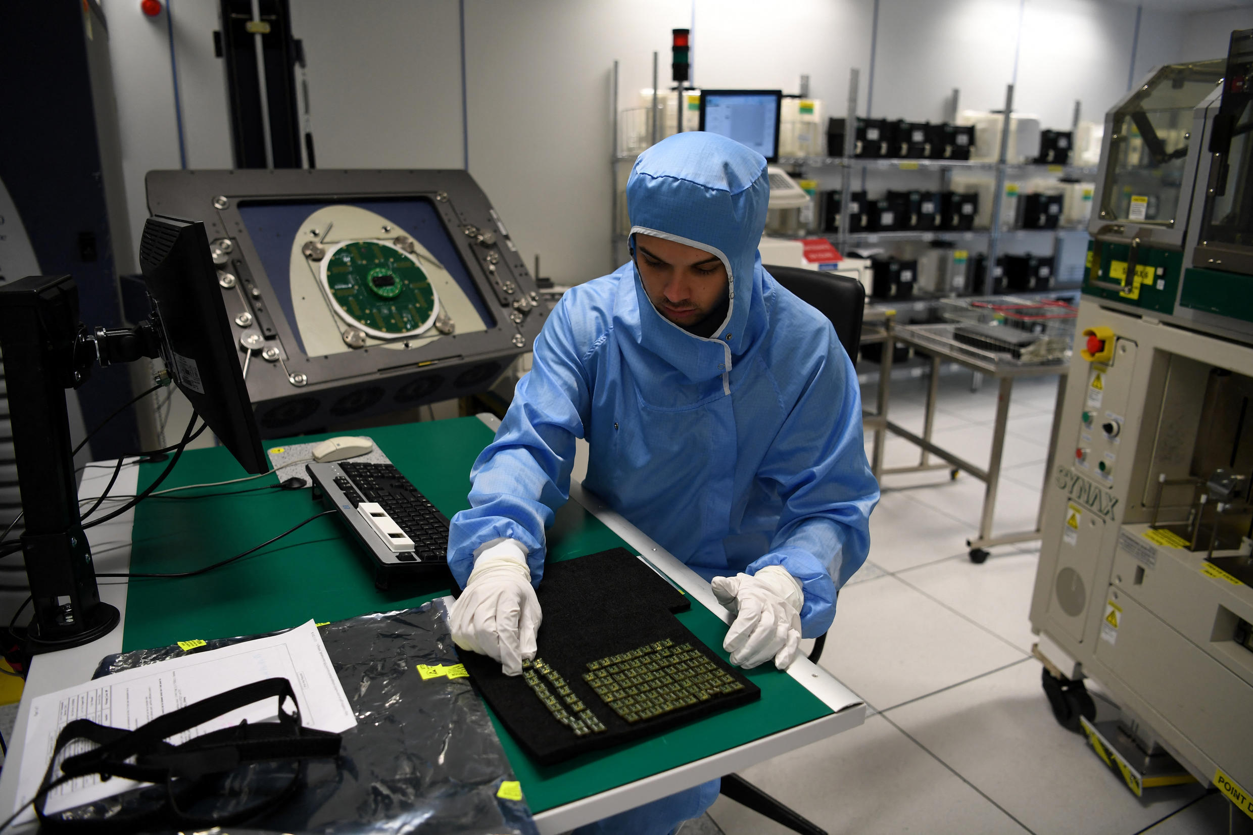 A technician checks electronic chips in the lab of STMicroelelectronics on November 15, 2018 in Grenoble.