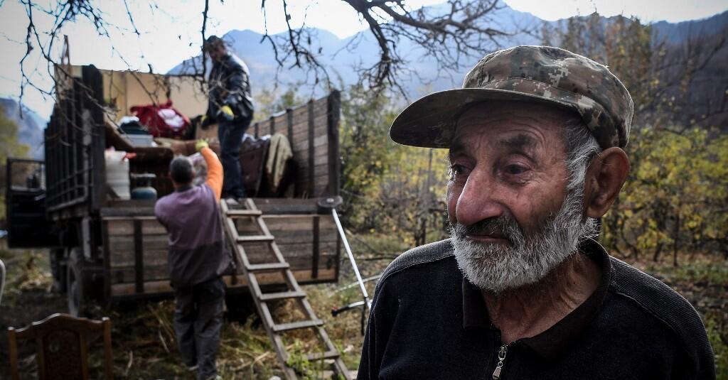 ساکنان ارمنی یکی از روستاهای قره باغ