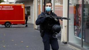 Deux personnes ont été tuées ce jeudi matin 29 octobre, dans une attaque au couteau près de l'église Notre-Dame de Nice, dans le sud de la France.