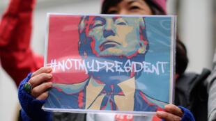 Militante anti-Trump, Los Angeles, California, 20 de febrero de 2017.