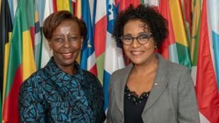 Tân tổng thư ký Tổ chức Quốc tế Pháp ngữ, bà Louise Mushikiwabo (T) và người tiền nhiệm Michaëlle Jean, ngày 03/01/2019, tại trụ sở của OIF ở Paris.