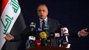 Le Premier ministre irakien Moustafa al-Kazimi lors d'une conférence de presse à Basra en Irak le 15 juillet 2020.