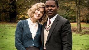Rosamund Pike et David Oyelowo dans «A United Kingdom» de la réalisatrice britannique Amma Asante.