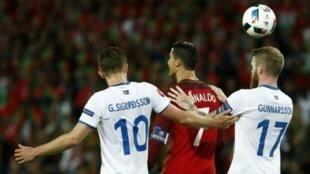 Islandia frena a Portugal en su estreno continental.