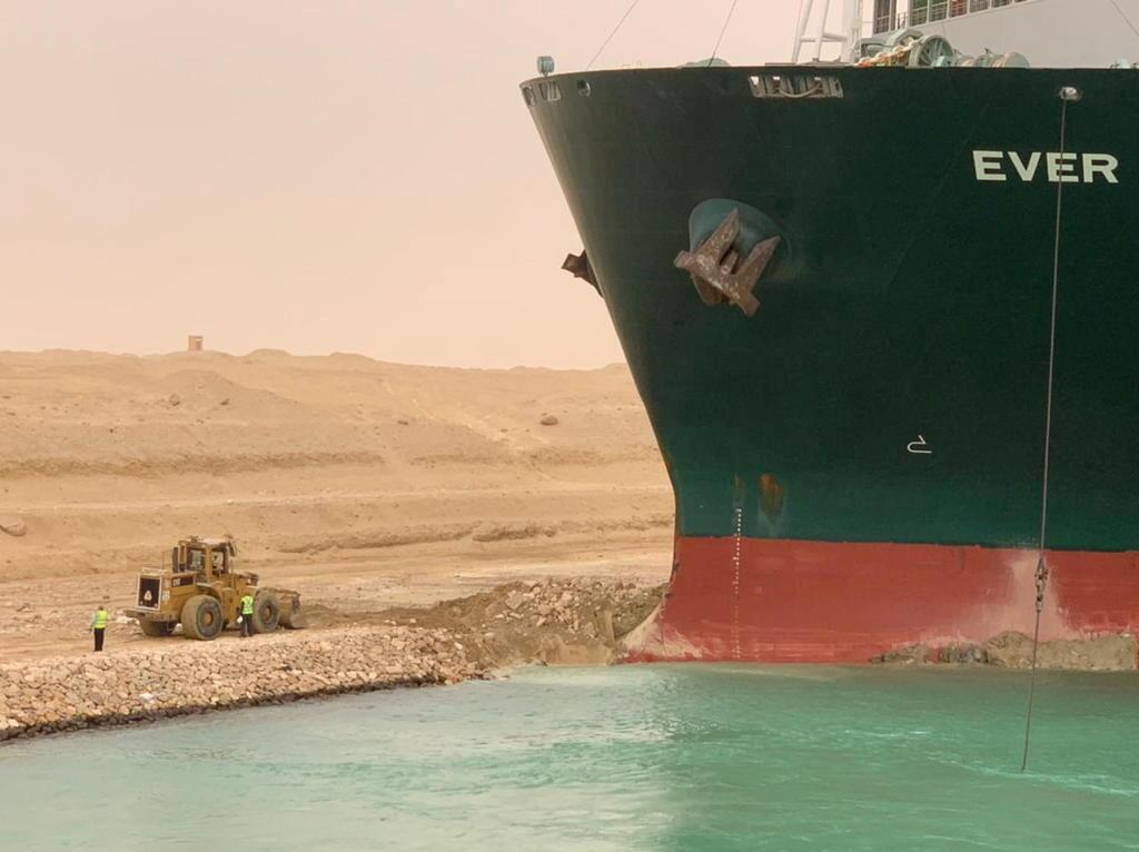 2021-03-24T233732Z_748691954_RC2KHM9DUYO5_RTRMADP_3_EGYPT-SUEZCANAL-SHIP