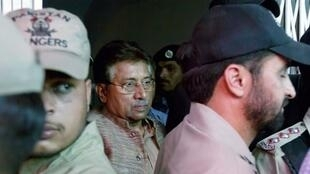 Pakistan's former president Pervez Musharraf is escorted by security officials as he leaves an anti-terrorism court in Islamabad, 20 April, 2013