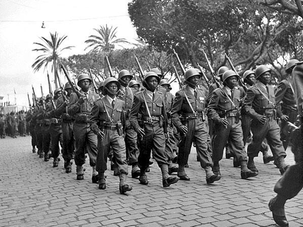 Algérie. Bône (aujourd'hui Annaba) 1956. Le défilé du 8-mai