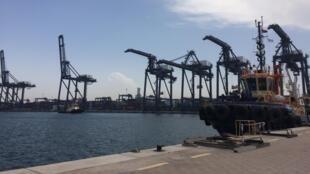 Des installations pour manipuler les containers dans le port de Sohar, dans le détroit d'Ormuz.