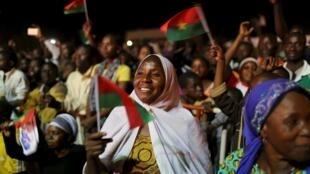 Les supporters du nouveaux président du Burkina Faso, Roch Marc Christian Kaboré, célèbrent sa victoire, le 1er décembre 2015.