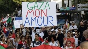 Участник пропалестинской акции в Париже, 23 июля 2014 года
