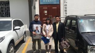 陈紫鹃与常玮平的代理律师包龙军律师和任全牛律师,2021年4月29日。