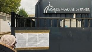 Exterior of the Grand Mosque of Pantin on 20 October shows a notice of closure.