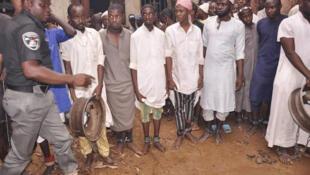 Polisi ya Nigeria ikiwaokoa watu kadhaa kutoka mikononi mwa wapiganaji wenye silaha, katika moja ya shule za Jimbo la Katsina.