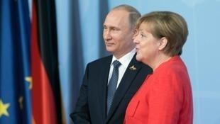 دیدار ولادیمیر پوتین رئیس جمهوری روسیه با آنگلا مرکل صدراعظم آلمان در شامگاه شنبه ٢٧ مرداد/ ١٨ اوت، دومین دیدار دو مقام ظرف سه ماه گذشته است.