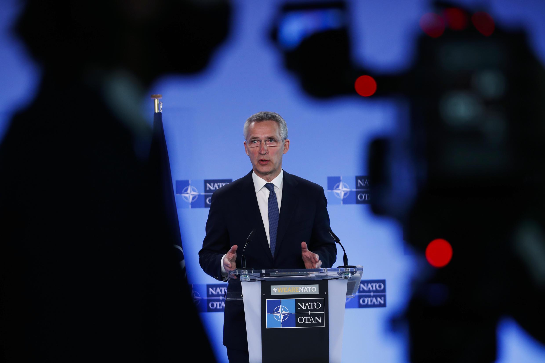 """Katibu Mkuu wa NATO Jens Stoltenberg ametoa wito kwa Moscow """"kusitisha hatua zake za kijeshi dhidi ya Ukraine""""."""