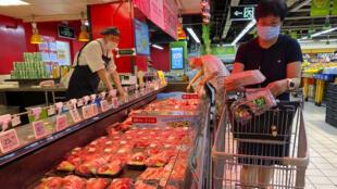 A cidade chinesa de Wuhan anunciou nesta sexta-feira (13) que detectou rastros do novo coronavírus em três amostras retiradas de carne bovina procedente do Brasil. Imagem ilustrativa.