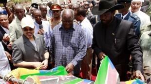 Presidents Mwai Kibaki (C) and Salva Kiir (R) and Ethiopian Prime Minister Meles Zenawi (L)  at the Lamu Port ceremony