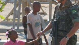 Um soldado brasileiro da Minustah,Missão das Nações Unidas para a Estabilização no Haiti.
