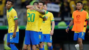 Les joueurs brésiliens célèbrent leur victoire face à l'Argentine en demi-finale de la Copa America le 2 juillet 2019.