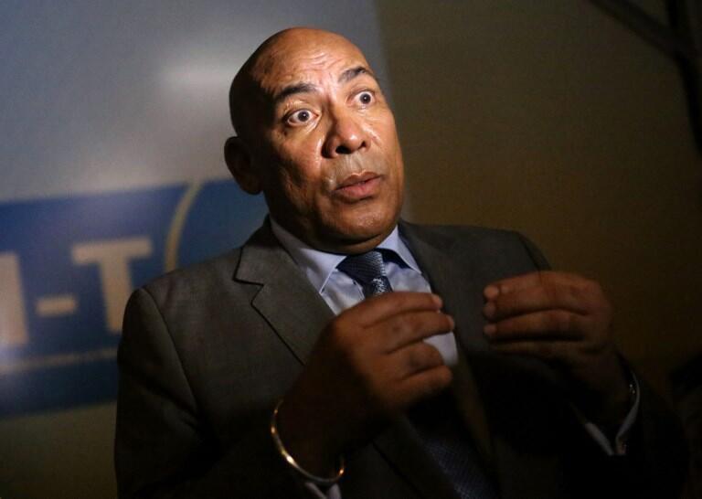 Jean-Omer Beriziki en décembre 2013 lors d'une conférence de presse alors qu'il était encore Premier ministre de Madagascar.