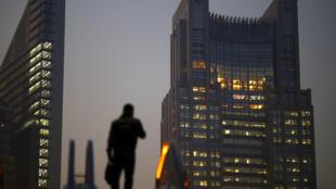 Thời hoàng kim của các tập đoàn quốc tế tại Trung Quốc đang lùi dần vào quá khứ. Ảnh : Khu tài chính, doanh nghiệp Thượng Hải (Ảnh chụp 20/11/2013).