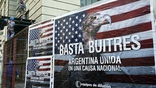 Afiches en Buenos Aires, junio de 2014.