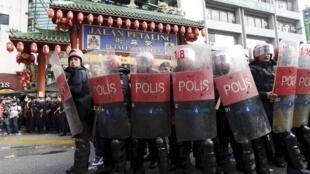 紅衫軍組織日前在唐人街示威 警方嚴加防範