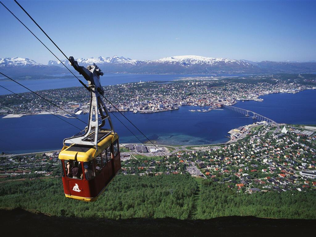 Le téléphérique au-dessus de Tromsø.