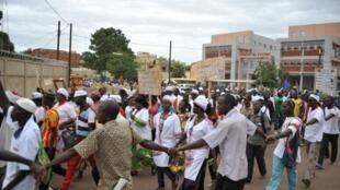 Les mouvements de grève se multiplient au Burkina Faso. Le 10 juin 2016, les employés du secteur de la boulangerie manifestaient à Ouagadougou.