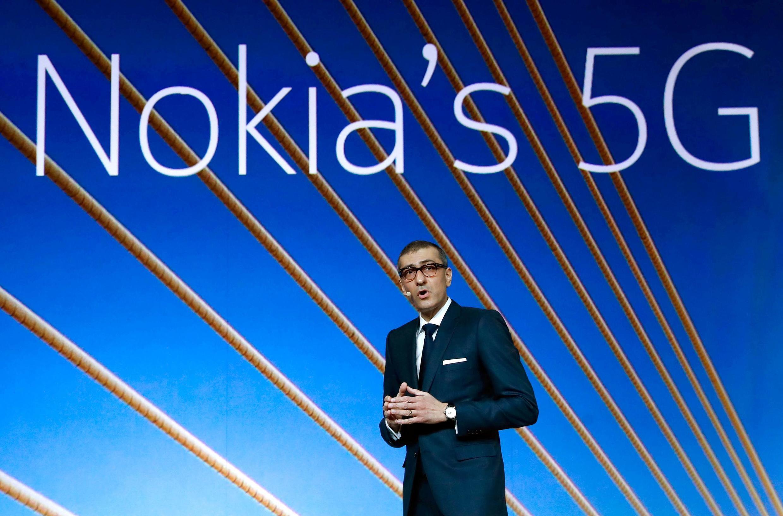 Chủ tịch tập đoàn Nokia Rajeev Suri giới thiệu hệ thống mạng 5G tại Mobile World Congress, Barcelona, Tây Ban Nha ngày 25/02/2018.